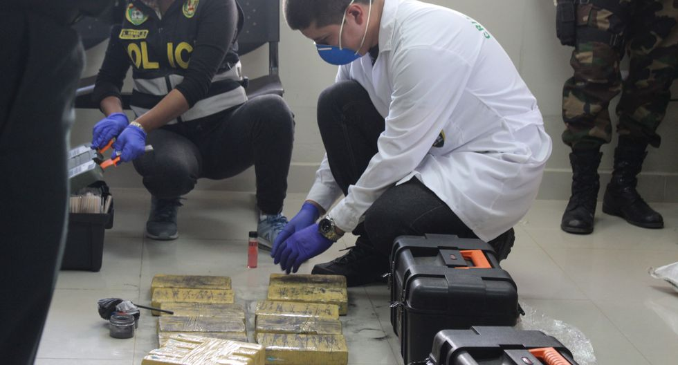 La droga se encontraba oculta en cajas de herramientas, en el interior de un bus interprovincial. (Foto: Junior Meza )