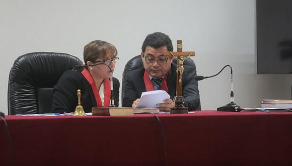 """Abogados han acusado """"falta de experiencia"""" por parte del juez Verapinto (der.) en juzgamiento de violaciones a los derechos humanos. (Foto: Juan Ponce/ El Comercio)"""