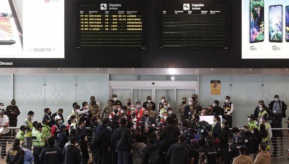 Martín Vizcarra informó que unos 40 pasajeros no abordaron el avión con destino a Lima y tuvieron que quedarse en Chile porque no presentaron su constancia de prueba de descarte de COVID-19 actualizada. (Foto: Leandro Britto / @photo.gec)