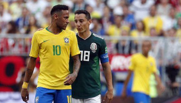 Neymar y Guardado tuvieron más de un choque dentro del campo. (Foto: EFE)