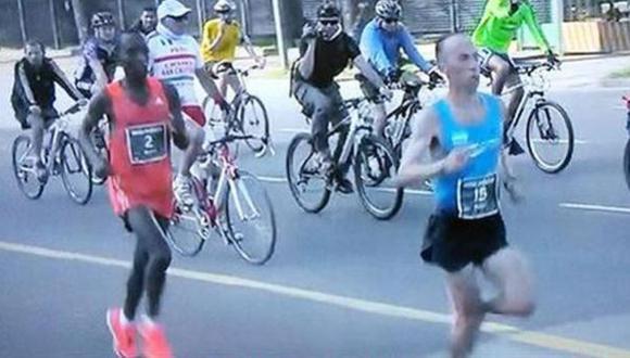 Insólito: confunden a atleta ganador con un intruso en maratón