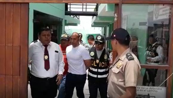 Las imágenes captan a Bazán siendo trasladado desde la comisaría 24 de junio, ubicada en el sector de Viñani, en el distrito de Coronel Gregorio Albarracín Lanchipa (Imagen: captura)