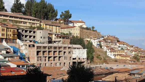 El edificio estaba siendo levantado en una zona donde de acuerdo con el Plan Maestro del Centro Histórico del Cusco solo se pueden construir inmuebles de hasta dos niveles. (Foto: Miguel Neyra)