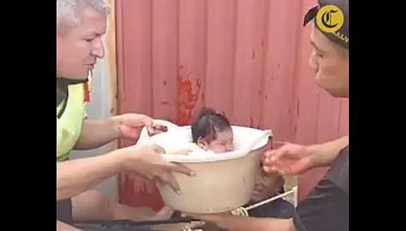 Piura: bebe fue rescatada en una tina de una casa inundada
