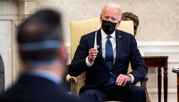 El presidente de Estados Unidos, Joe Biden, ofrece declaraciones públicas en el Despacho Oval de la Casa Blanca, en Washington. (EFE/EPA/Doug Mills / POOL).