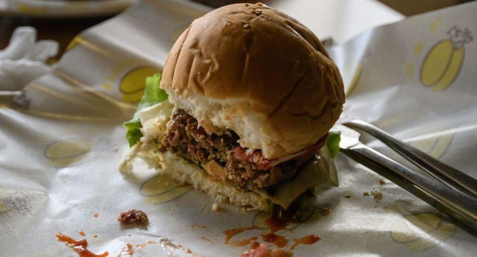 Al local ingresan entre 300 y 500 clientes por semana, para quienes la hamburguesa no tiene nada de estadounidense. (Foto: AFP)