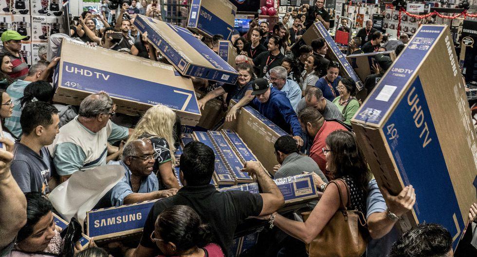 Durante el Black Friday se dan muchas historias locas y otras sorprendentes por el accionar de los clientes y su euforia por conseguir los mejores descuentos (Foto: AFP)
