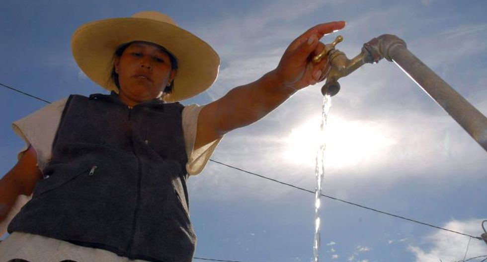 El acceso a agua potable segura por más de seis horas en el hogar de la mayoría de peruanos es una de las grandes tareas pendientes del país.