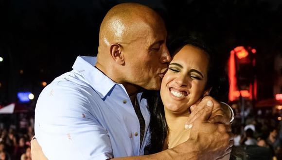 Continúa con la dinastía: Hija de The Rock se convirtió en luchadora más joven en firmar con WWE