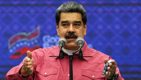 El presidente de Venezuela, Nicolás Maduro, habla con los medios después de votar durante las elecciones parlamentarias del 6 de diciembre. (REUTERS / Fausto Torrealba).