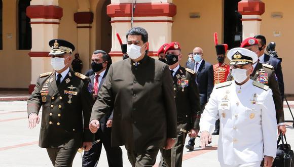 Nicolás Maduro (centro) en un acto de ascenso de militares en Caracas (Venezuela). (Foto: EFE/PALACIO DE MIRAFLORES).