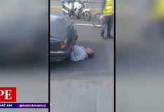 Cercado de Lima: taxista se colocó debajo de su automóvil para evitar intervención