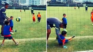 Viral: Niñito recibe tremendo balonazo y su padre estalla de risa