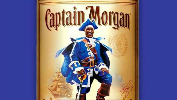 Leicester City: Capitán Morgan le rinde honor con botella