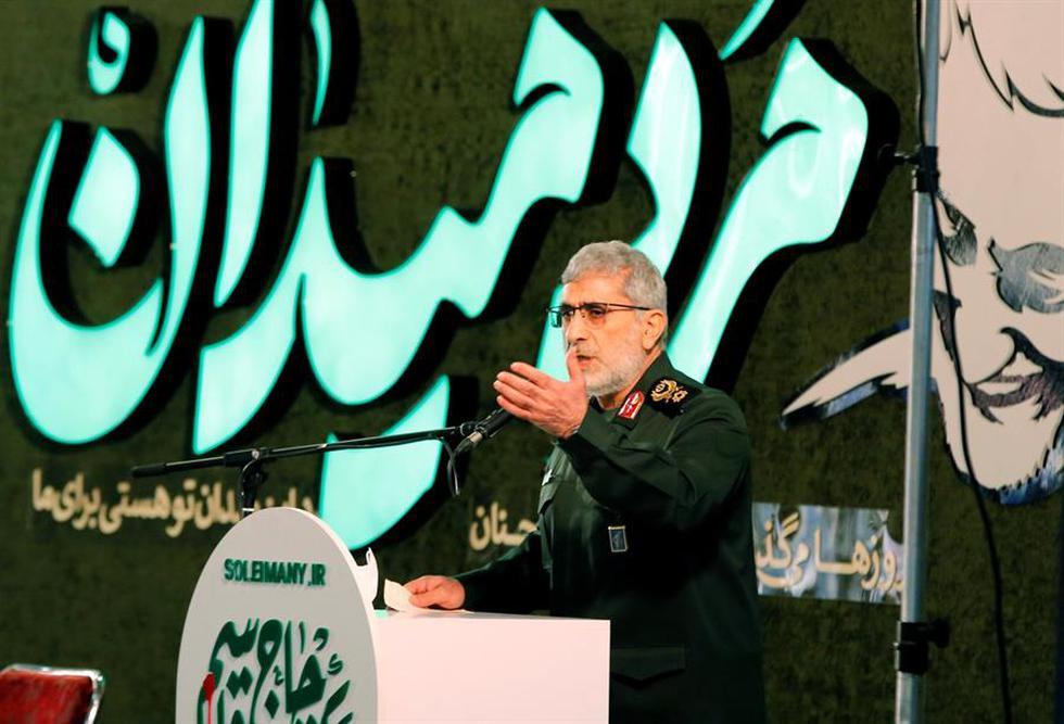 """Irán aseguró este viernes que la vía de la resistencia """"no cambiará"""" pese al asesinato hace un año del comandante de la Guardia Revolucionaria, Qasem Soleimani, y que Estados Unidos debe esperar más acciones de represalia por su crimen. En la foto, el comandante de la fuerza Quds del cuerpo de guardias revolucionarios iraníes, Esmail Ghaani, pronuncia un discurso en la ceremonia del primer aniversario de la muerte de Qasem Soleimani en Teherán, Irán. (Texto: EFE / Foto: EFE/EPA/ABEDIN TAHERKENAREH)."""