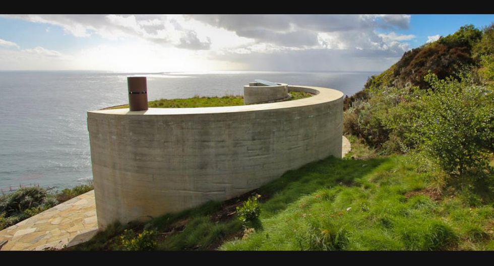 Esta casa frente al mar está unida al acantilado a través de un diseño subterráneo y se levanta sobre la ladera con mucha sutileza gracias al trabajo del arquitecto Thomas Cowen. (Foto: Rana Creek / Difusión)