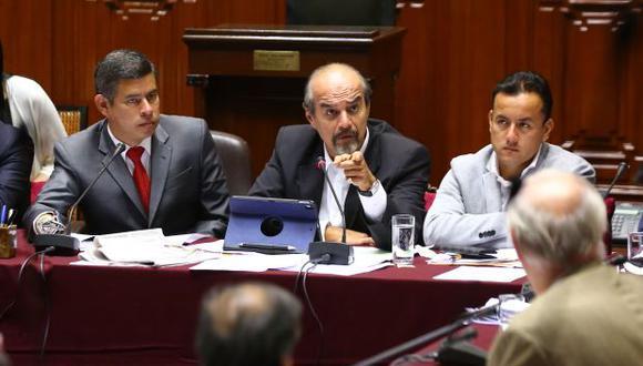 La iniciativa de Mauricio Mulder fue aprobada el 28 de febrero en primera votación por la Comisión Permanente. Ese mismo día, la Junta de Portavoces la exoneró de segunda votación y en solo horas fue enviada a Palacio.