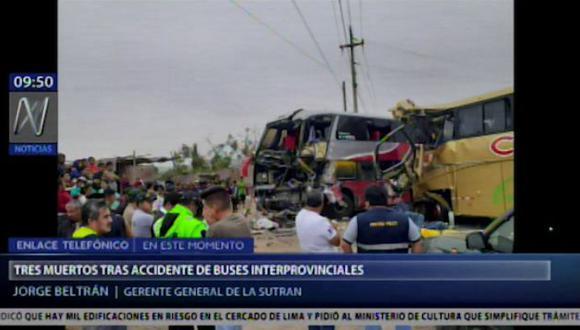 Choque de buses dejó cuatro muertos esta madrugada. (Foto captura: América Noticias)