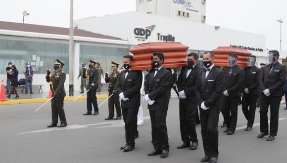 Los restos del marqués de Torre Tagle y de su esposa Mariana Echevarría llegan a la ciudad de Trujillo, después de haber sido exhumados del cementerio Presbítero Maestro.