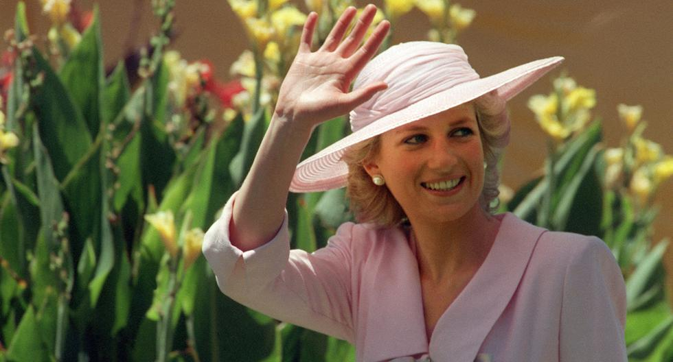 Este 1 de julio del 2021, la princesa Diana de Gales habría cumplido 60 años. Por la fecha, sus hijos, los príncipes William y Harry, develaron una estatua en homenaje a su madre en los jardines del Palacio de Kensington. (Foto: AFP)