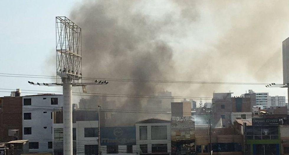 Incendio en Av. La Marina movilizó 15 unidades de bomberos - 3