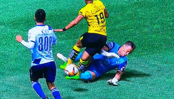 Morelia vs. Puebla: mira la escalofriante lesión de Ray Sandoval en la Liga MX   Foto: @SanCadilla